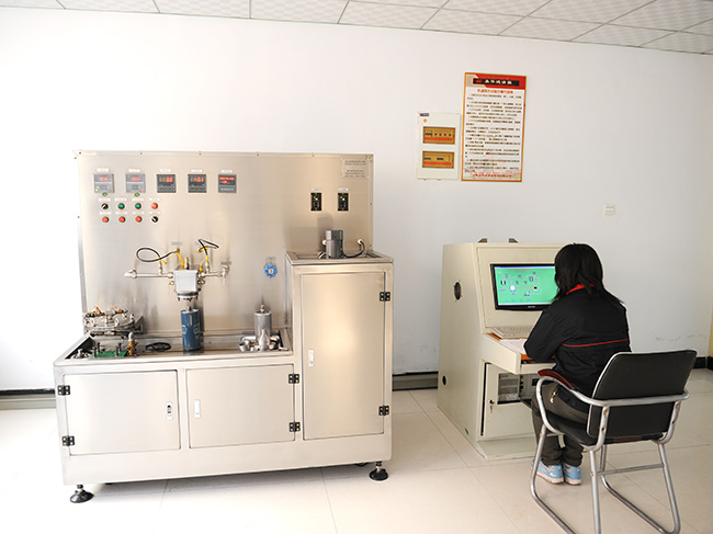 Comprehensive oil filter test bench